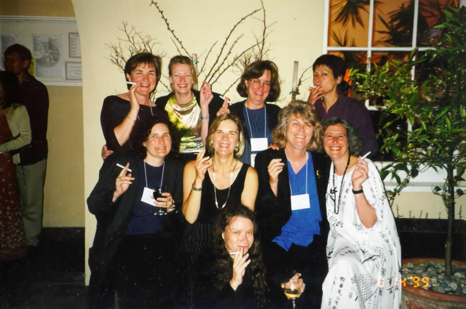 http://www.workpractice.com/wpt-fest/3.3_party/girls_smoking.jpg